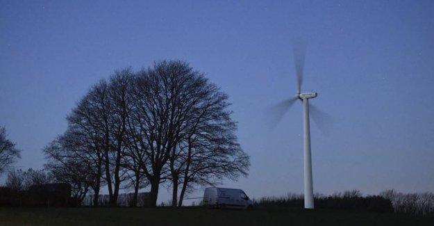 Runaway wind turbine is slowed down
