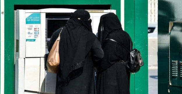 Saudi Arabia : Saudi women to be informed via SMS about divorce