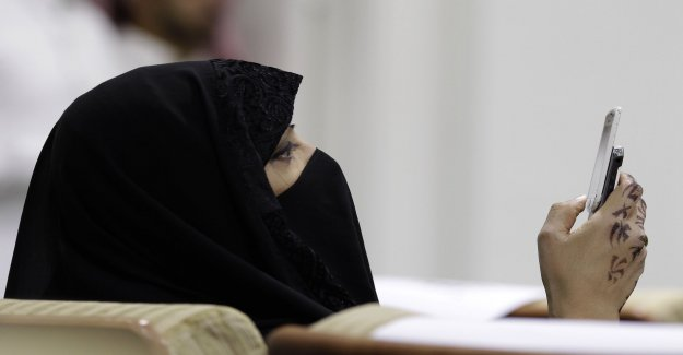 Saudi women get the text message in the event of divorce