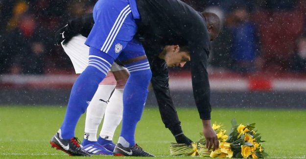 See the pictures: Touching tribute to the missing striker