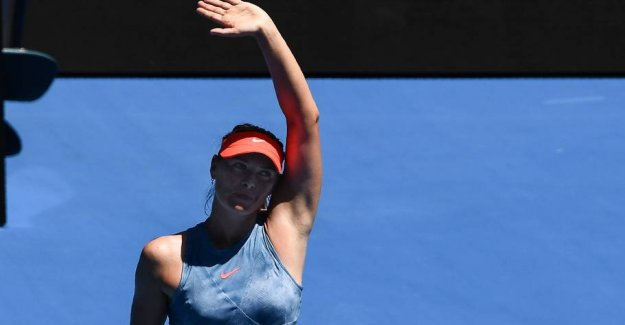 Sharapova hands out eggs in Melbourne