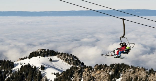Skiers prefer to book online