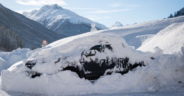 Sneeuwrecords killed in Alps and 20,000 people are from the outside world is closed, but there is improvement in sight