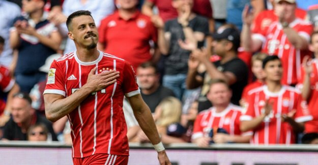 Striker from FC Bayern : Sandro Wagner stands in front of exchange to China