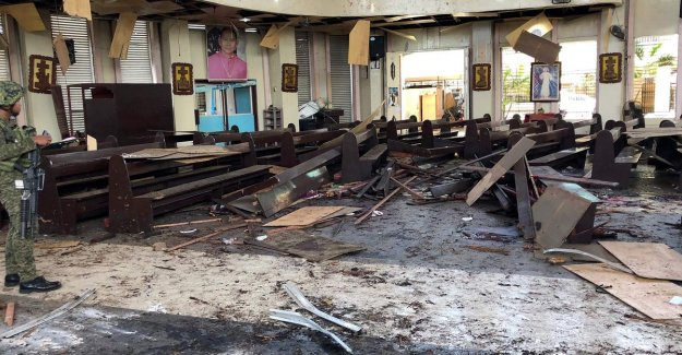 Sure 27 dead and more than 70 injured in double bomb attack on the catholic church in the Philippines