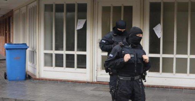 Suspicion of terrorist activities: idea to kill many people