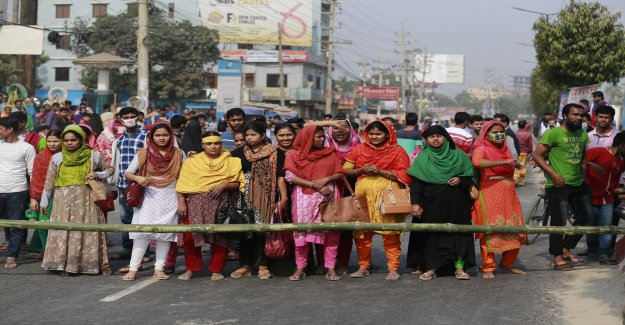 Textile workers in Bangladesh demonstrated