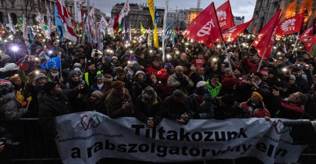 Thousands carry protests against Orban in the new year