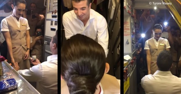 VIDEO. Flight attendant gets into full flight surprise of her life: a friend asks her suddenly to marry him with the help of all the passengers