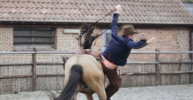 VIDEO. Sergio falls from horse during recordings video clip Cowboy Billy
