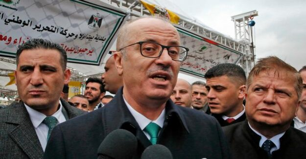 West Bank : Palestinian government submits resignation