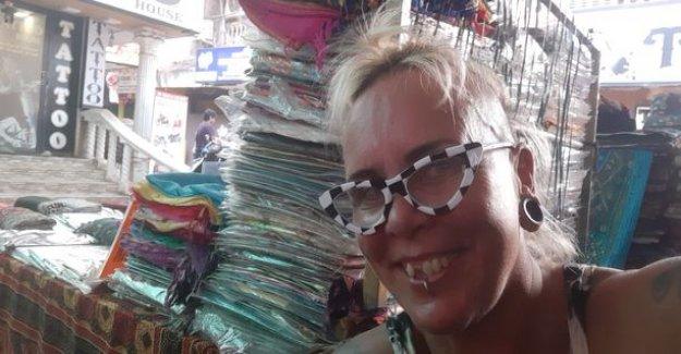 Wilma Schlizewski moved to India: Here I am white, fat tirskuva wallet