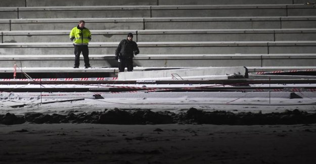 Young man crushed by concrete block in the stadium: Strakspåbud