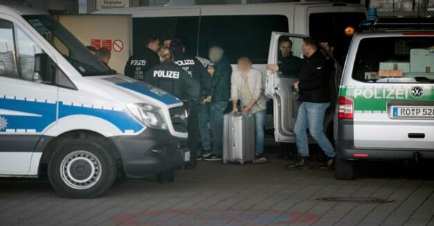 A deportation flight : once Again, the collective deportation from Frankfurt to Afghanistan