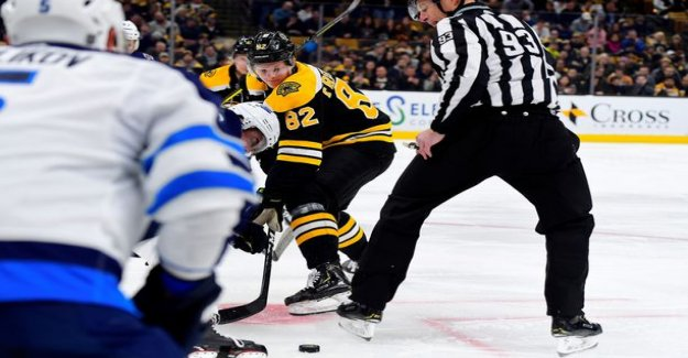 A grotesque sight: a 20-year-old fighting in the NHL debute show, the father rejoiced in the stands
