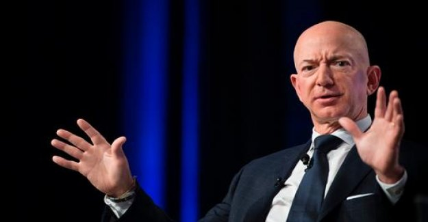 Amazon boss accuses tabloid blackmail