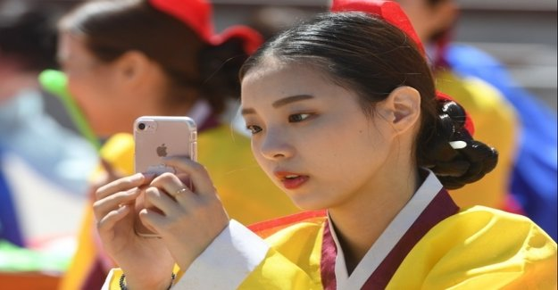 Any South Koreans use a mobile phone