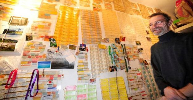 Berlinale-Fan : The man who adorns his home with cinema tickets tape