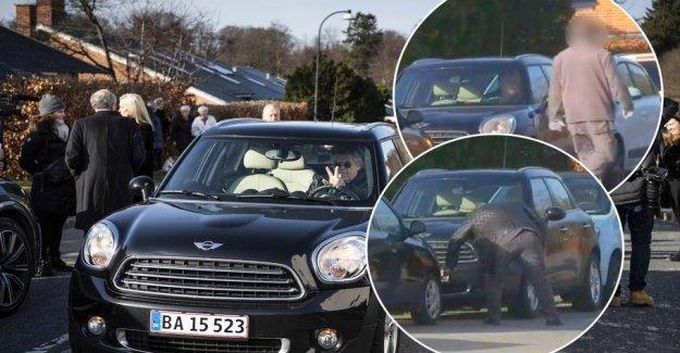 Completely Noller! Påkører cars on the way to the funeral