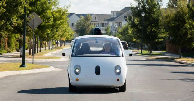 Connect with p-tickets: self-driving cars can just run around while you shop