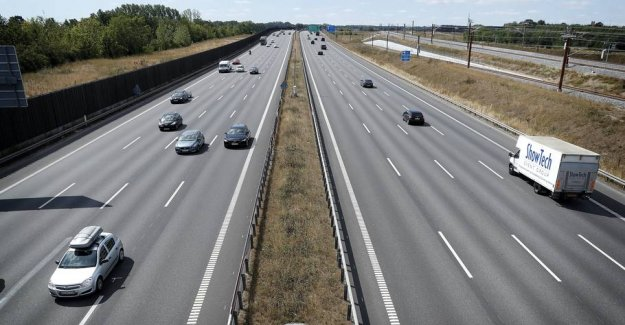Connect with the 110: Here one will slow down to 90 km/h. on the highway