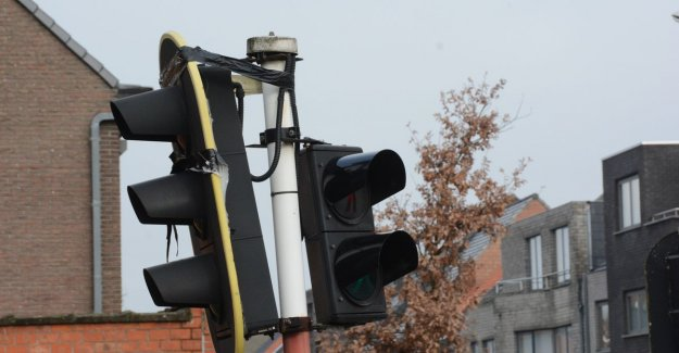 Duct tape fixes everything, even a traffic light