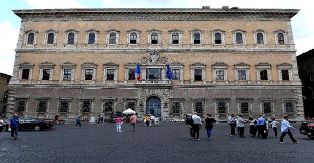 France recalls Ambassador from Rome