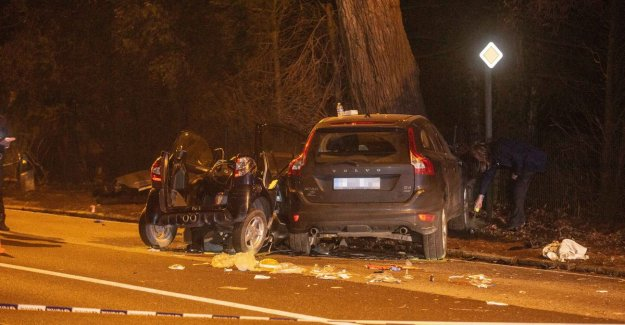 Heavy toll after crash with brommobiel: two girls (18 & 15) have died, two others seriously injured
