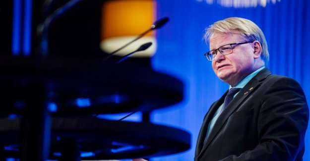 Hultqvist criticized the Russian breach of the contract for the Nato