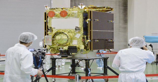 Japanese space probe will finally get to land
