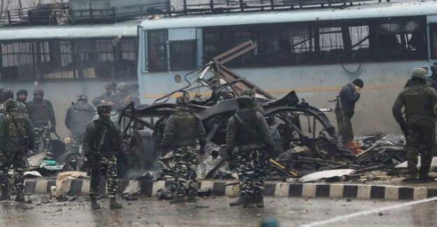 Kashmir : dozens Dead in attack on Indian security forces