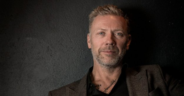 Mikael Persbrandt returns in popular sexserie