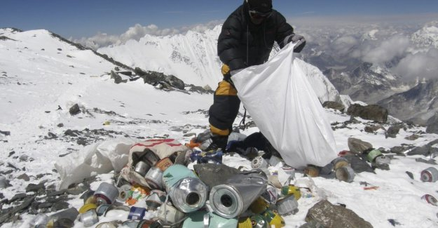 Mountain of waste: tourists no longer welcome in Chinese base camp on Mount Everest