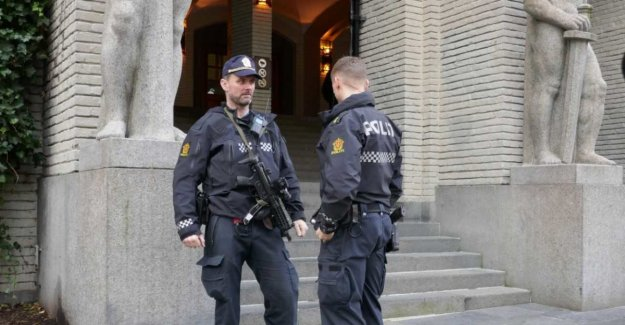 Nine people freed after murder - police arms itself in court