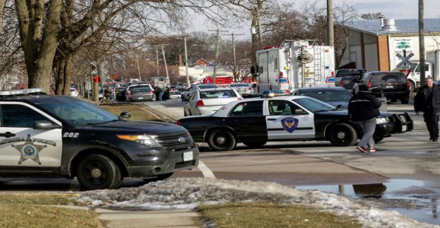 One dead in shooting near Chicago
