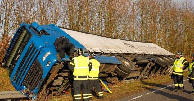 Overturned truck blocked highway: Driver for blodprøvetjek