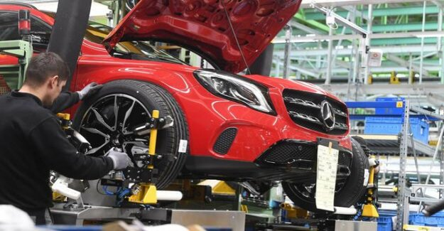 Profit slump at Daimler : The auto industry is now in crisis