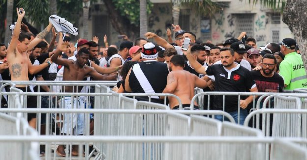 Publikkaos at the Rio derby