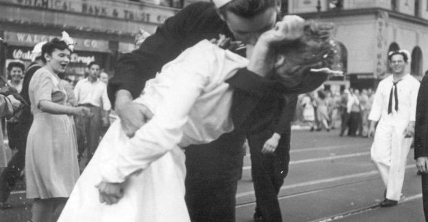 Sailor in iconic kyssebillede is dead