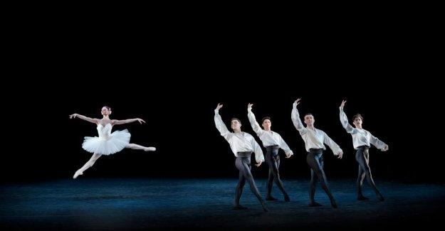 Scenrecension: the Royal Swedish Ballet, the flashes of ironic in skönhetsdyrkande dance