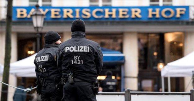 Security conference: speech duel between Merkel and Pence