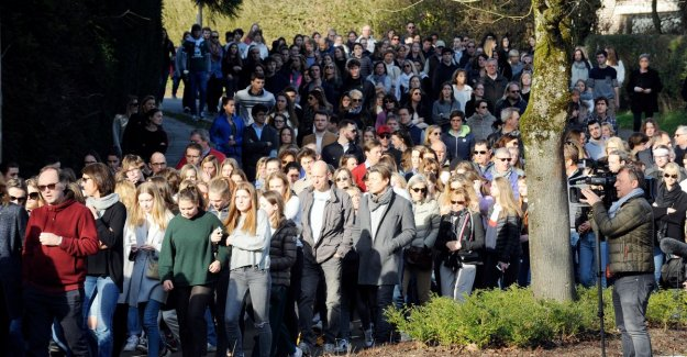 Silent march to the place where girls of 15 and 18 years of age died after an accident with brommobiel