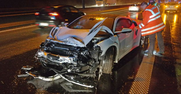 Sports car of 140,000 euro crashes on R4 to Oostakker: 2 wounded