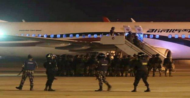 Suspected airplane hijackers in Bangladesh shot