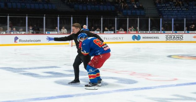 The ice stained with blood red - power striker Manninen evening ended due to injury