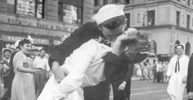 The kissing sailor from Times Square is dead