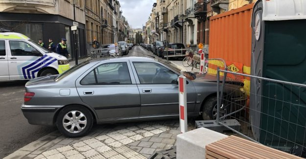The police and customs authorities pursue suspected French vehicle up to 200 kilometers per hour on the Ring around Antwerp