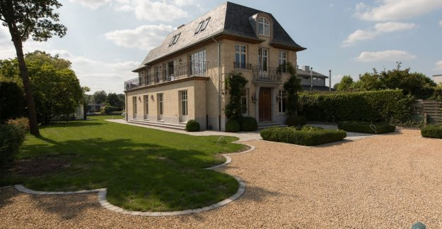 This stunning manor house on the banks of the Leie, there already appears to be decades, but is just three years old