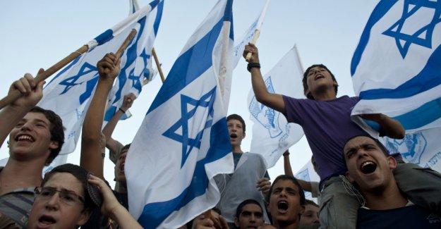To påpeike that Israel break international law is not demonisering