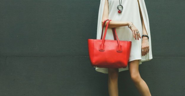 Today is red: the most beautiful handbags in the color of love
